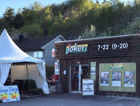 AVSLAG: Sandefjord kommune vil ikke søke om å gjøre Melsomvik til typisk turiststed. Det betyr at Joker Melsomvik må finne andre måter for å holde åpent på søndager.