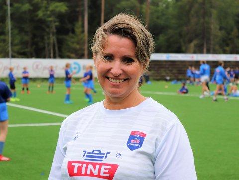 KUNNE IKKE VÆRT BEDRE: Leder for fotballskolen Monica Olsen er overveldet over oppslutningen rundt fotballskolen