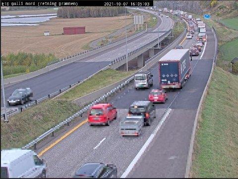 KØ! Slik så det ut på E18 ved Gulli i Tønsberg litt etter klokka 16.00.