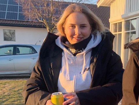 OPPVEKKER: Greveskogen-russepresident Julie Paulsen Kaalstad tilbringer en del av russetiden i karantene, men er aller mest bekymret for ringvirkningene kotonautbruddet blant russen kan medføre samfunnet.
