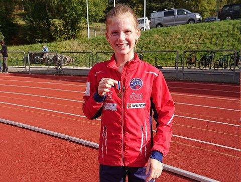 PÅ TIDE Å SLÅ: Ingrid Skaar tok to KM-seirer og satte aldersrekord. Dessuten nærmer hun seg en aldersrekord i NIL som har stått helt siden 1974.
