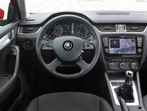 Slik ser det ut inne i Octavia. Skoda er svært gode på praktiske løsninger, samtidig er det mulig å spekke opp bilen med mye fint utstyr.