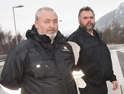 SKREMT OVER MANGLENDE SIKRING: Seniorinspektørene Espen Eggen og Terje Nessan Jacobsen (til høyre) trekker fram manglende lastsikring når de skal skal si hva som skremte dem mest under kontroller av tungbiler i 2020.