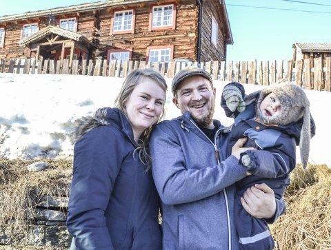 Spente: Mandag blir grunnlagsdokumentene for den nye barnehage- og skolebruksplanen sendt ut til politikerne. Stina og Jørgen Svisdal er spente på innholdet. Arkivbilde.