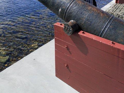 Denne grunna utenfor moloen på Holmen skal få farevarsel. Sidsel Hødnebø håper skiltet kan komme med en kunstnerisk vri.