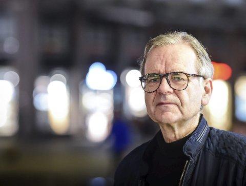 1 merket for livet: Jan Norvald Øren (67) ble merket for livet etter at han ble hentet av bevæpnet politi, kastet ut av leiligheten sin og anklaget for medisintyveri i august 2014. 2 overnattet i bilen: Øren var henvist til å overnatte i bilen sin her på fergeleiet på Rødøya (illustrasjonsfoto).  3 Klokkergården: Ved dette bordet på Klokkergården satt Øren rolig og spiste middag da politiet stormet inn med våpen i hånd. 4 HENTET ØREN: Dette stillbildet fra en privat video tatt av Remi Arntsen viser hvordan politiet geleider Øren til Sea Kingen. 5 peppersprayen: Politiet spurte om hvor Øren hadde peppersprayen, som var en fullt ut lovlig Criminal Identifier Foto: Magne Turøy, Bergensavisen