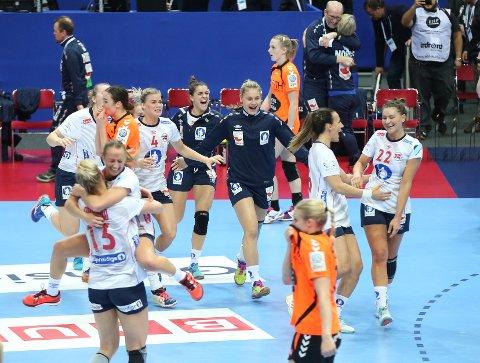De norske jentene kunne slippe jubelen løs etter finaleseieren  mot Nederland. Foto: Vidar Ruud / NTB scanpix