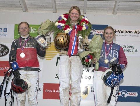 Elisabeth Storetvedt vant Dame-NM i fjor foran Kristine Kvasnes og Anette Frønes. (Foto: Hesteguiden.com)