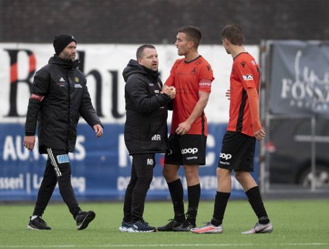 Morten Røssland og Åsane seiler opp som en kandidat til toppkamp i 1. divisjon etter en imponerende rekke treningskamper. Lørdag ble opprykksfavoritt Aalesund slått 2-0.