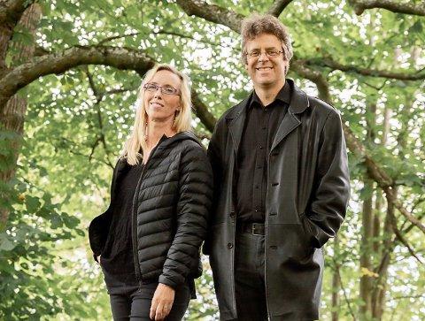 PLATEAKTUELL: Snart gir Sveinung Enstad ut album nummer to. Inspirasjonen fikk han i ungdomsårene i Heggen gospel. Her sammen med vokalist Hilde Thomsen.