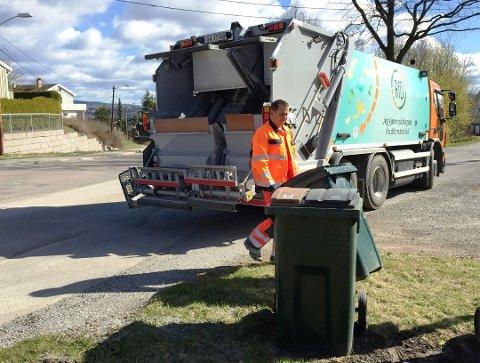 SOMMERTØMMING: Det blir mindre kjøring med søppelbilene i sommer.