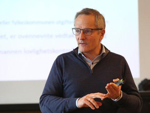 GODKJEND: Rådmann i Bremanger, Tom Joensen, og kommunestyrepolitikarane har fått goodkjendstempel frå Statsforvaltaren på sitt budsjett for 2021.