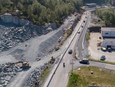 GANGVEGPROSJEKTET: Sykkel og gangvegprosjektet i Breivika i Svelgen har stansa opp etter at entreprenøren gjekk konkurs for ei tid tilbake.