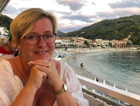 SPRAKK: – Eg finn meg ikkje i å bli skjelt ut som jævla egoist fordi eg skal til Hellas på ferie. Sol og saltvatn der nede er ein viktig faktor for helsa mi, sier Mona Øyen frå Lillestrøm.