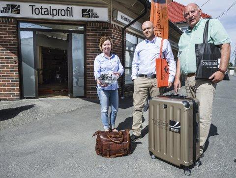 Totalprofil: Terje Christensen (th) er gründeren og eier nå Totalprofil sammen med Lars Andreassen som har kjøpt seg inn på eiersiden for et par år siden. Nina Wichstad ble ansatt i selskapet for at halvt år siden. Foto: Jan Erik Skau