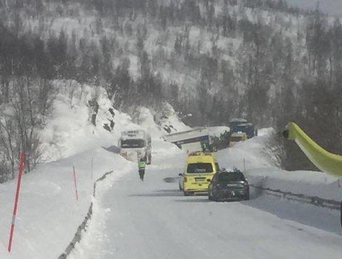 FASTKLEMT: Først to timer etter kollisjonen ble Esben Sørensen fraktet med helikopter til UNN. Han døde på sykehuset som følge av skadene.