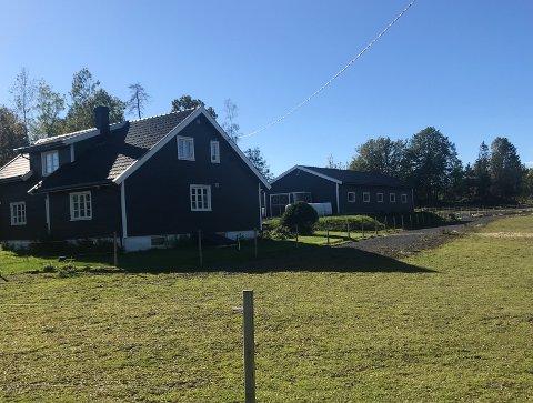 SOLGT: Nykirkeveien 163 er solgt for kr 5.400.000 fra Eliza Edith Evensen og Gisle Kristofferstuen til Ida Wahl Pedersen og James Lars F Malmgren.
