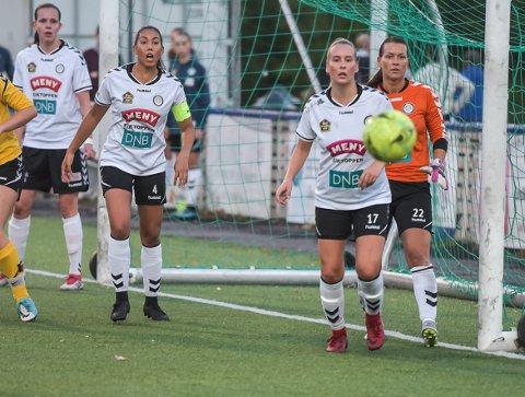 LØRDAG: Kaptein Danielle Almeida leder Eik/Ørn ut i kamp for nye poeng lørdag. Kampen vises direkte på gjengangeren.no.