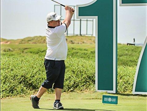UTSLAG: Jonas Freitag i aksjon på golfbanen under Special Olympics i Abu Dhabi