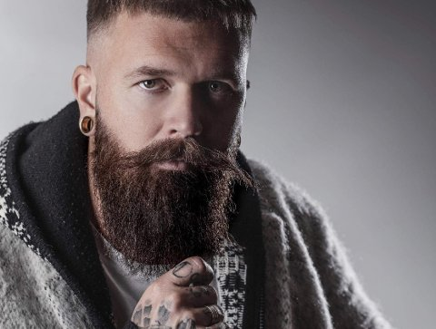 HÅRFIN: Marius Bjerkeskaug er barberer og frisør i egen salong - Headhunters.