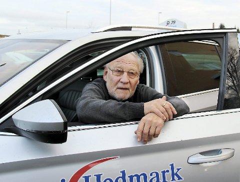 SLUTT: Sankthansaften 1965 satte Erik Holen seg i drosjebilen for første gang. Etter nesten 52 år er det slutt.