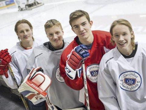 PÅ UNGDOMSLANDSLAGET: Jens Jacob Togstad Bjørnslett (til høyre) er endel av den norske ishockeytroppen til ungdomslekene på Lillehammer som begynner fredag. Fra venstre: Truls Bråthen, Theodor Rooseboom De Vries og Fredrik Pedersen.