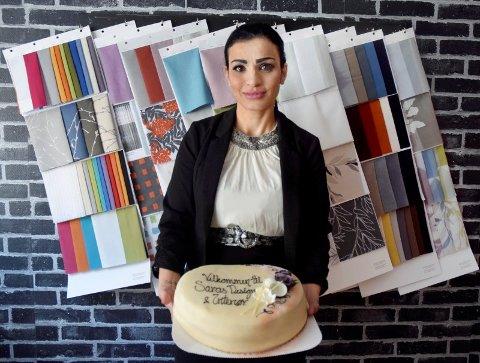 VELKOMMEN!: Sara Al-Saedi åpnet torsdag 1. mars interiør- og designbutikken Saras Design og Interiør og ønsker velkommen til kunder som ønsker hjelp med planløsning og fargekombinasjoner.