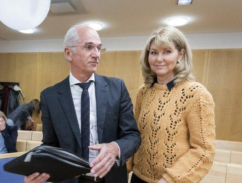 TRØTTENDE: Hanne Alstrup Velure (t.h) håper på en dom som legitimerer politisk styring. Det er et håp vi deler.