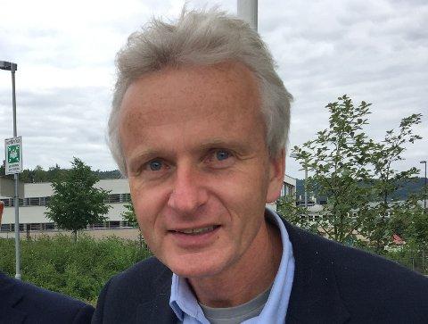 MELLOMFORNØYD: Pengene fra Staten til fylkeskommunene er godt nytt for Innlandet , men dette kommer alt for seint, sier fylkesrådmann Tron Bamrud .