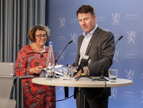 FEIL BORD?: Olaug Bollestad svarer ikke «mitt bord» til bondeleder Lars P. Bartnes.