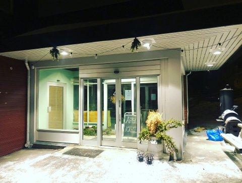 Like før jul flyttet Agrossist inn i nye lokaler på Fåberg. Natt til onsdag opplevde de at en mann sparket inn en rute og tok med seg varer og gjenstander fra butikken.