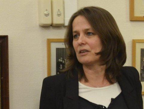 ALENE: Maren Hurum (V) stilte som vara for Ulf Rogneby i kommunestyret forrige torsdag. Hun var alene om å stemme for en utredning om storkommune med Ringerike, Hole, Jevnaker og Gran.
