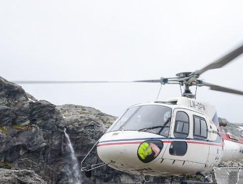 Illustrasfonsfoto av helikopter frå Airlift.