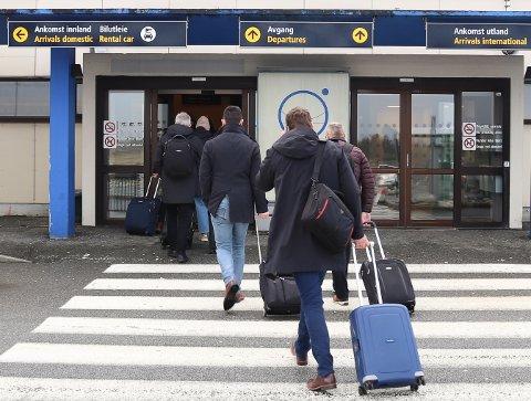 TRENGER TRAFIKK: Når grensene åpner igjen  har Haugesund lufthavn, Karmøy behov for at haugalendingene velger flyplassen på Helganes når de skal reise.