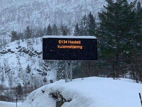 FARE FOR KOLONNE: Uvær på fjellet lørdag kan gi fare for kolonnekjøring. I lavlandet blir det stort sett vått.