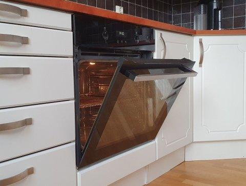 Hva slags stekeovn du har avgjør om ovnsdøra bør være åpen eller lukket etter bruk. Illustrasjonsfoto: Fredrik Hoel
