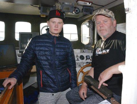 FØRST TIL MØLLA: Fisker Øyvind Berg i Mehamn og sønnen Marius Berg trodde i utgangspunktet at de skulle få en langt mindre del av distriktskvota. Øyvind Berg fikk nærmest sjokk da det ble ti tonn per båt. Han mener at også seks tonn er for mye i forhold til intensjonen med kvota.