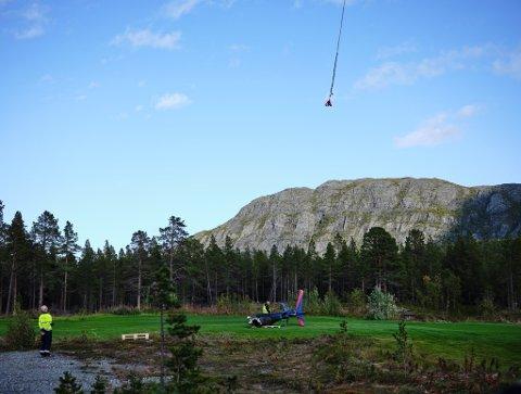 GJORDE FUNN: Havarikommisjonen fraktet ned deler av helikoptervraket med helikopter tilbake i september. Delene ble kjørt til Oslo for videre undersøkelser.