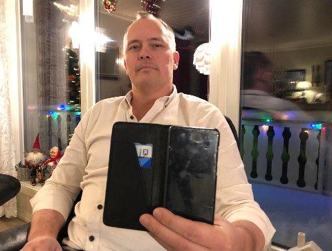 FIN JULEGAVE: Reno Mathisen forteller at det var en fin julegave da han ble kontaktet av noen som helt tilfeldig hadde funnet mobilen oppe på Båtsfjordfjellet.