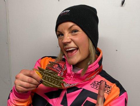 BLE GULL ALLEREDE I SESONGENS FØRSTE LØP: Malene Trosten Andersen (27) er en finnmarking som gjør det skarpt sportslig i både inn- og utland, og deltar i verdens største scootercrosskonkurranser.
