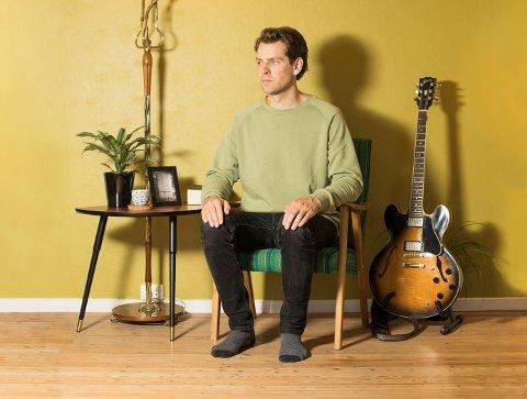 Jazz-gitarist Svein Rikard Mathisen og Sombody`s Quartet speler på Dønhaug laurdag 21. oktober. (Pressefoto).