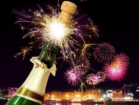 FØREVAR: Ver varsam når det er tid for å skyta opp fyrverkeriet.  – Alkohol og fyrverkeri høyrer ikkje saman.  (Illustrasjon: colourbox.com).