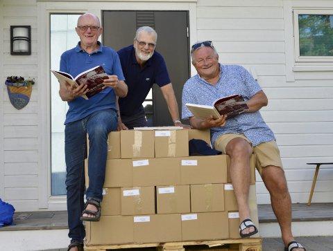 BOKNEMNDA: Kristian Bringedal, Kristian Hus og Thor Inge Døssland står bak den populære boka om dokter Haugen.