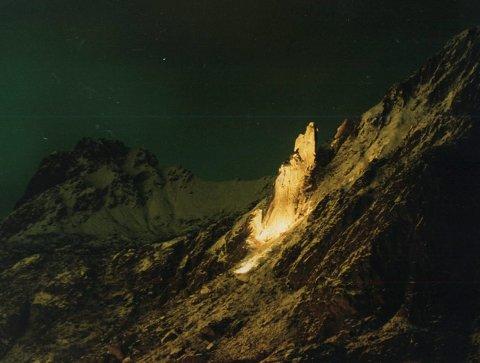 Lysende geit: I oktober blir Svolværgeita lyssatt. Prosjektoren som skal lyse opp den unike fjellformasjonen i Lysets by på mørke høst- og vinterkvelder er bestilt, Arkivfoto: