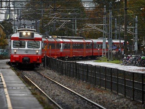 Hvor skal toget gå i fremtiden: Gruppeleder i Sarpsborg KrF, Ståle Solberg, stiller spørsmål ved jernbaneprosessen og hvem som har mandat til å mene. – Er det kommunene eller Jernbaneforum Øst som bestemmer, undrer han. foto: geir hansen