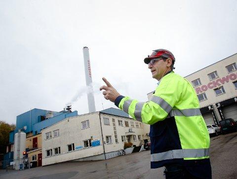 Åpen: Værlegata må ikke stenges, sier Erik Ølstad, fabrikksjef Rockwool Moss. foto: Terje Holm