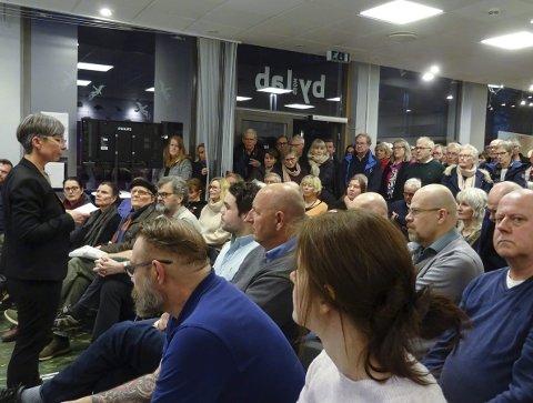folkemøte: Ordfører Hanne Tollerud på et møte på Bylab. foto: espen vinje.