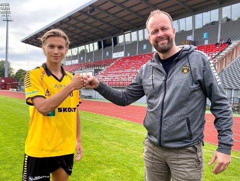 KLAR FOR MFK: Noah Alexandersson struttet av selvtillit da han satte sine svenske bein på Melløs tirsdag ettermiddag. – Jeg er klar for å hjelpe MFK til å vinne matcher, sa den 19 år gamle IFK Göteborg-spilleren. Sportssjef Thomas Myhre var strålende fornøyd etter å ha landet avtalen med den svenske storklubben.