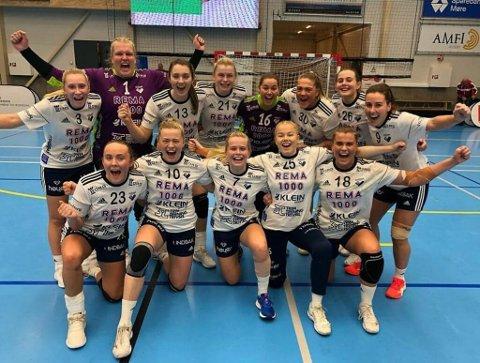 JUBELSTART: Julie Nygård (nr. tre bak fra høyre) scoret to mål og bidro til at Byåsen slo Molde 25-24 da Nygård gjorde comeback i eliteserien søndag.