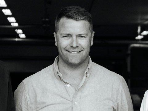 DRIVER MØBELBEDRIFT: Slik ser Jørgen Tengesdal ut i dag, 38 år gammel. Nå er han med på å drive firmaet Eikund, som henter frem gamle møbeldesign og reproduserer dem.